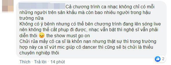 Sân khấu gây sốc mạng xã hội: Đàn chị của T-ARA điềm nhiên biểu diễn trong lúc vũ công lên cơn co giật, lăn đùng dưới đất? - ảnh 8