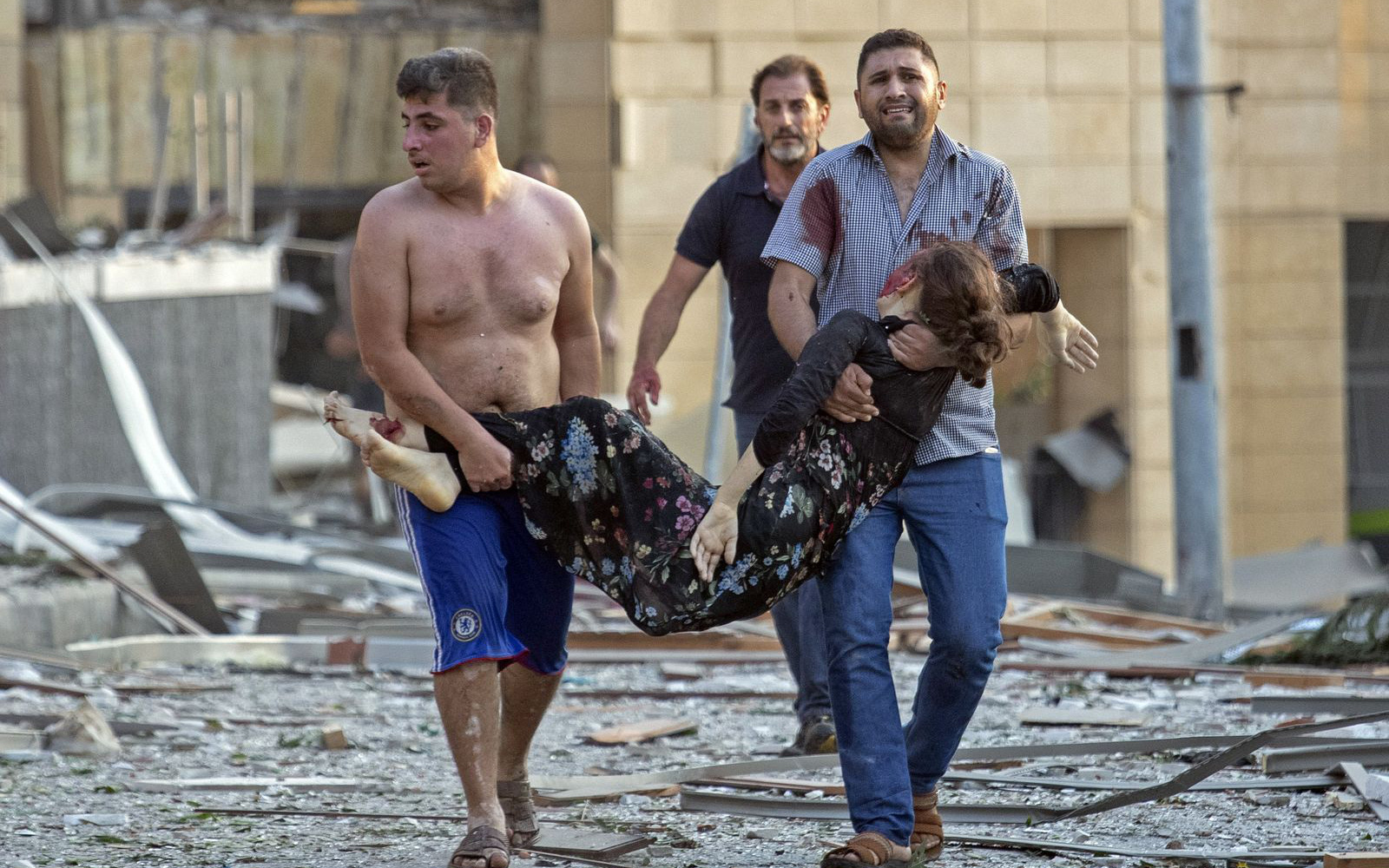 Lebanon và câu chuyện tình người nở rộ: Giữa thảm họa, người dưng cũng hóa người thương