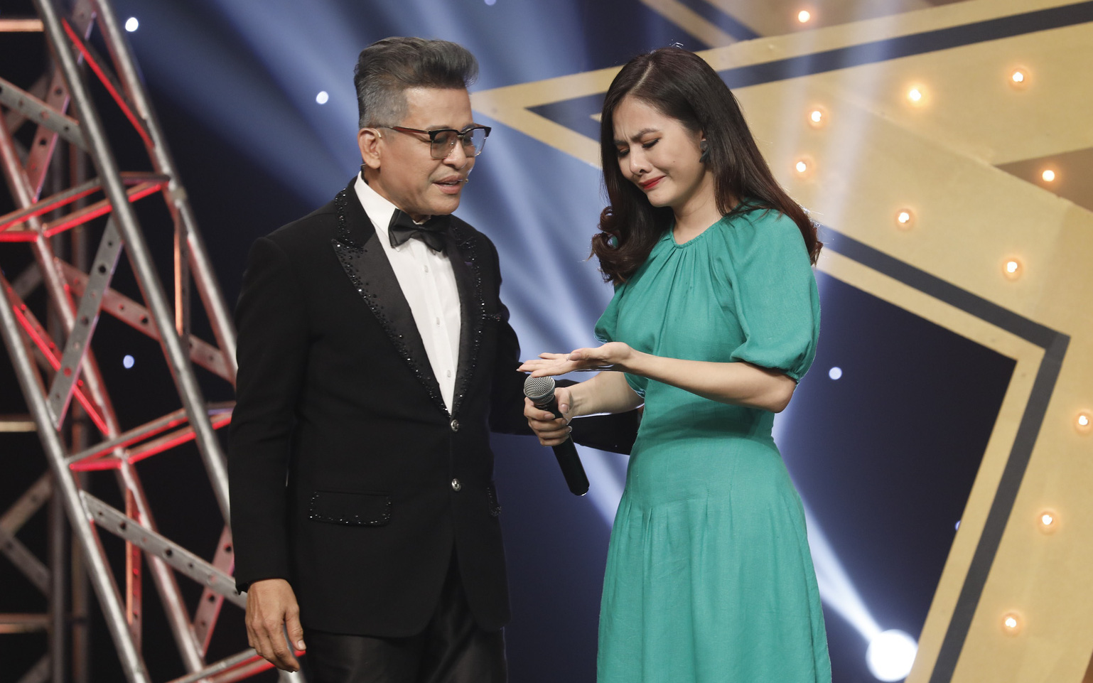 Vân Trang bật khóc khi chia sẻ về 4 năm ngừng diễn sau khi sinh con