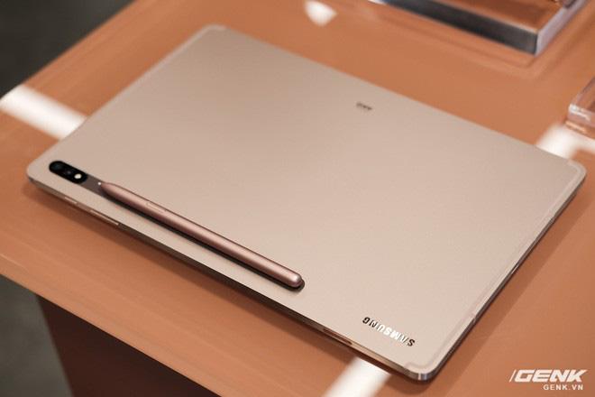 Ảnh thực tế Galaxy Tab S7 tại VN: Hai kích thước màn hình, sang trọng, gọn nhẹ! - ảnh 1