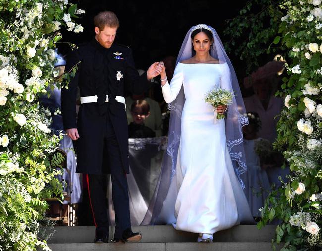 Meghan Markle lộ quá khứ chỉ trích công khai hôn lễ xa hoa của Công nương Kate nhưng đến lượt đám cưới mình thì linh đình không kém - ảnh 2