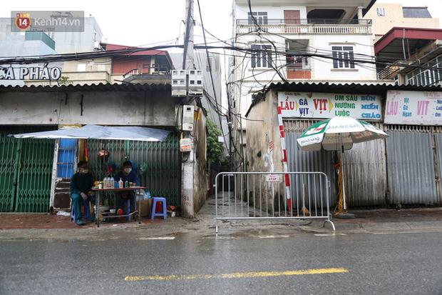 Hà Nội: Một người ở cùng chung cư với bệnh nhân 714 bất hợp tác, lên xe máy bỏ đi khi thấy chốt phong tỏa - ảnh 1