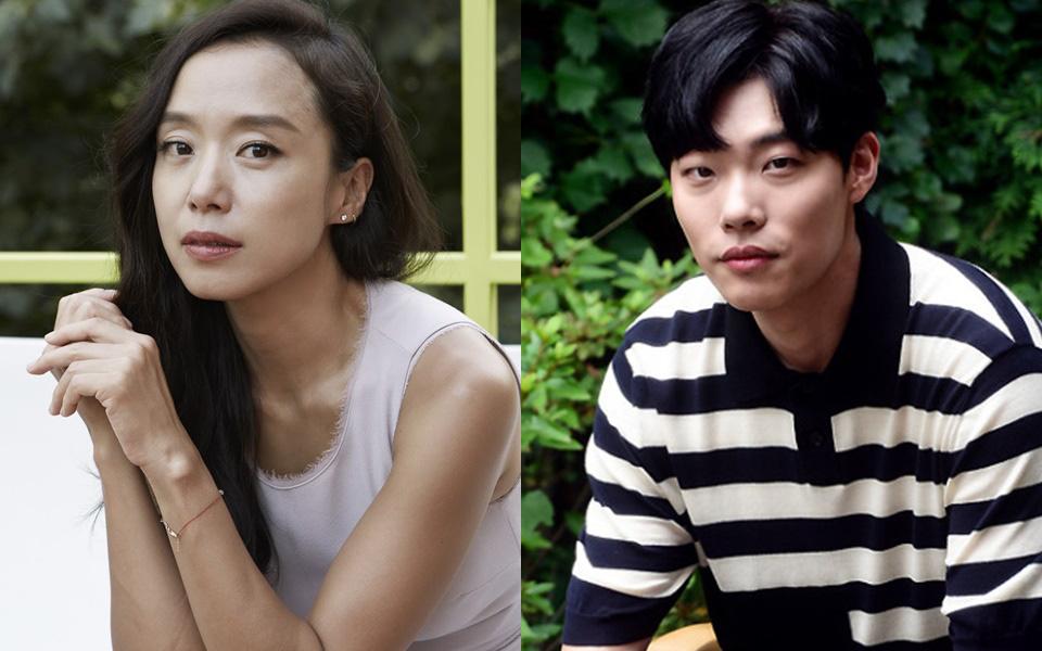 """Vắng bóng 4 năm, """"Hwan mặt cún"""" Ryu Jun Yeol tái xuất giang hồ cạnh nữ hoàng cảnh nóng"""