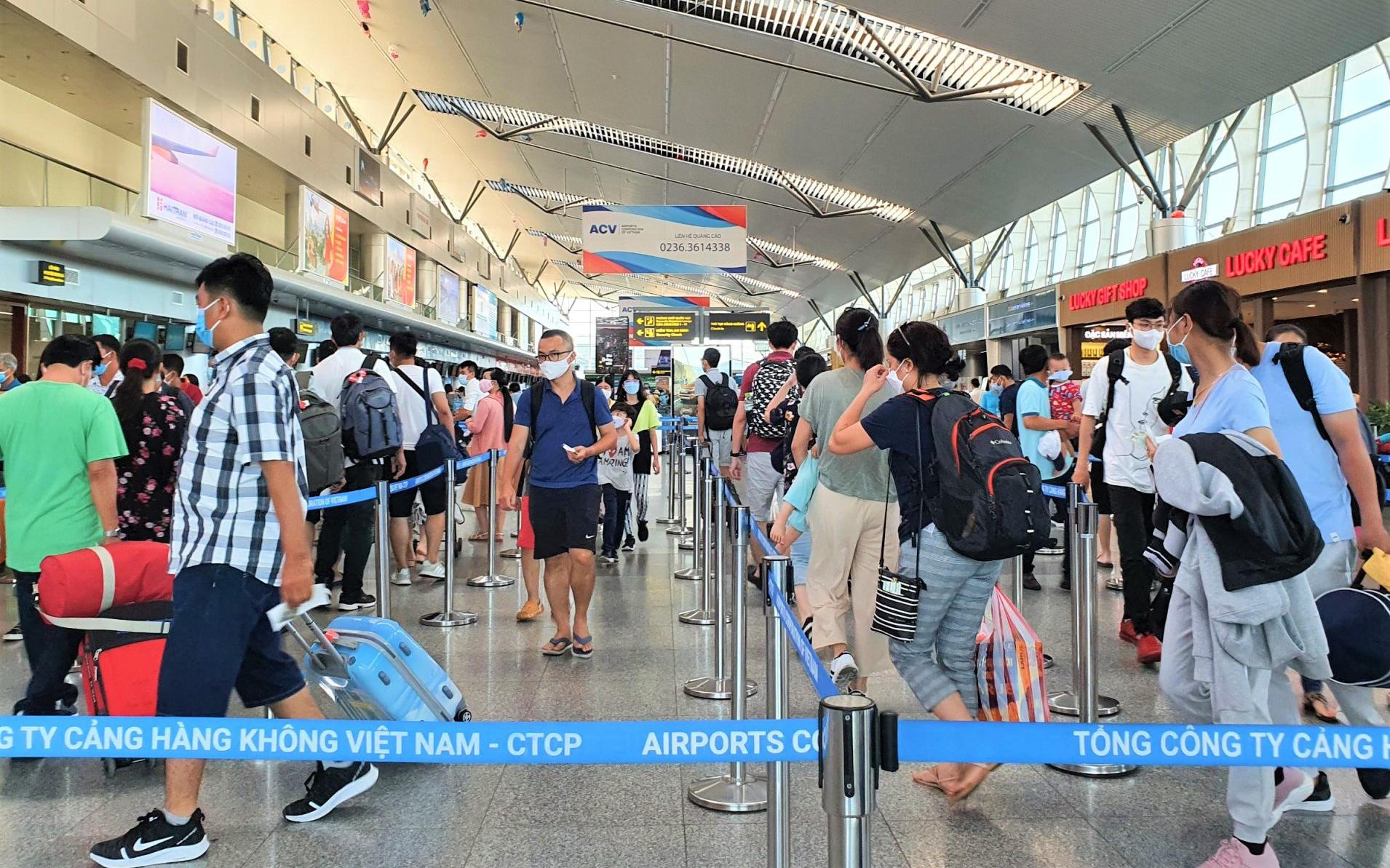 Gần 1.700 du khách đăng ký rời Đà Nẵng
