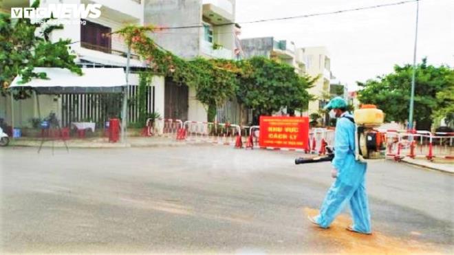 Diễn biến dịch Covid-19 ngày 8/8: Việt Nam có thêm 5 ca mắc mới, hơn 160.000 người đang cách ly - Ảnh 1.