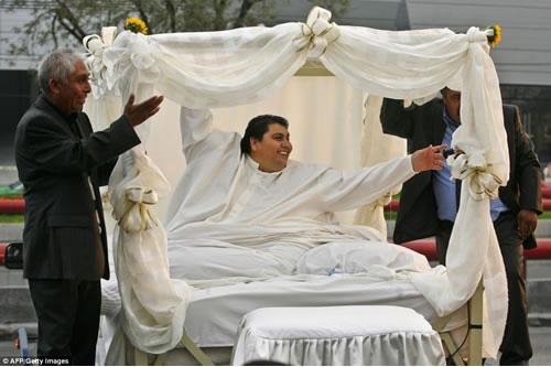 Cận cảnh cuộc sống của người đàn ông nặng nhất thế giới gần 600kg, cả khi cưới và lúc chết đưa tang đều phải thuê xe tải cỡ lớn - ảnh 6