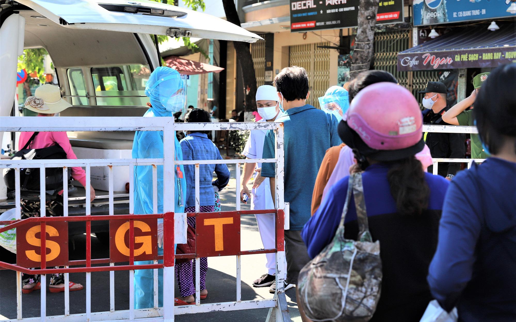 Lịch trình phức tạp của 8 ca Covid-19 vừa công bố ở Quảng Nam: Dự đám tang, đi công viên và tiếp xúc nhiều công nhân tại xưởng may