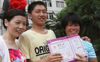 """Khiến con trai từ học sinh cá biệt trở thành sinh viên trường """"Harvard Trung Quốc"""", người mẹ chỉ làm 3 việc rất đơn giản"""