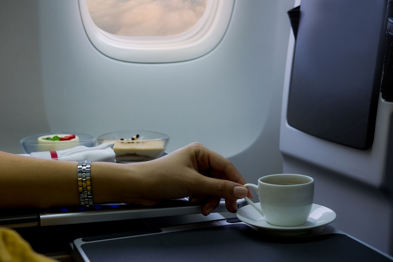 """Trà và cà phê trên máy bay không """"sạch"""" như chúng ta tưởng: Sự thật là gì? - Ảnh 4."""