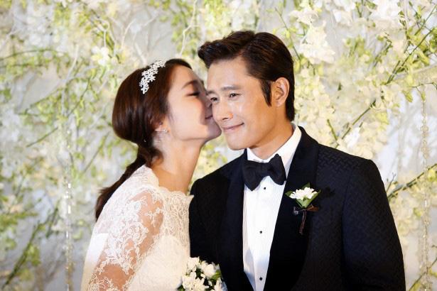 """Kết cục 5 sao nam châu Á """"đội vợ lên đầu"""": Người bị cắm sừng, kẻ ly hôn ầm ĩ, riêng Lee Byung Hun lên hương dù dính bê bối ngoại tình - ảnh 13"""