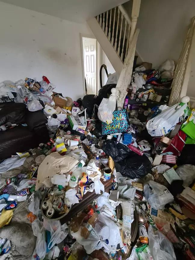 Ngôi nhà khiến cả nước Anh bàng hoàng vì bẩn hơn cả bãi tập kết rác công cộng - Ảnh 3.