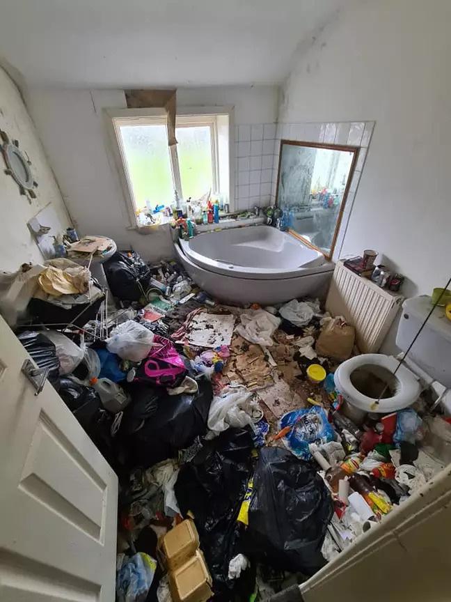 Ngôi nhà khiến cả nước Anh bàng hoàng vì bẩn hơn cả bãi tập kết rác công cộng - Ảnh 2.