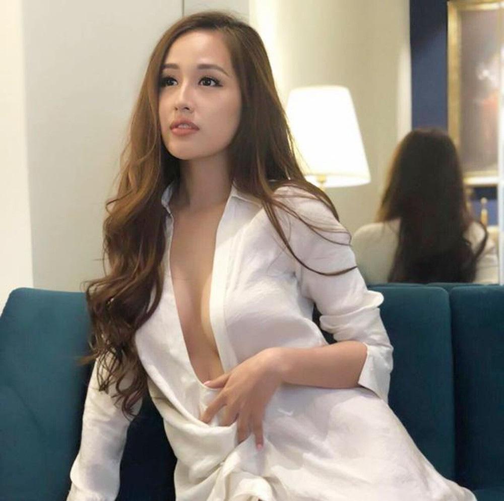 Hoa hậu mặc bốc nhất hẳn là Mai Phương Thúy: Chuyên diện váy áo trễ nải, nhiều phen vòng 1 như trào ra ngoài - Ảnh 7.