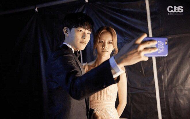 Knet đào lại khoảnh khắc thòng tim của cặp đôi Reply 1988 Hyeri - Ryu Jun Yeol, lúc này hẹn hò rồi mà không ai hay! - ảnh 4