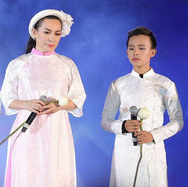 """Không ngờ Hồ Văn Cường xuất hiện, Phi Nhung nhắc nhở với phản ứng bất ngờ: """"Con làm như vậy là mẹ chết liền đó con ơi - ảnh 3"""