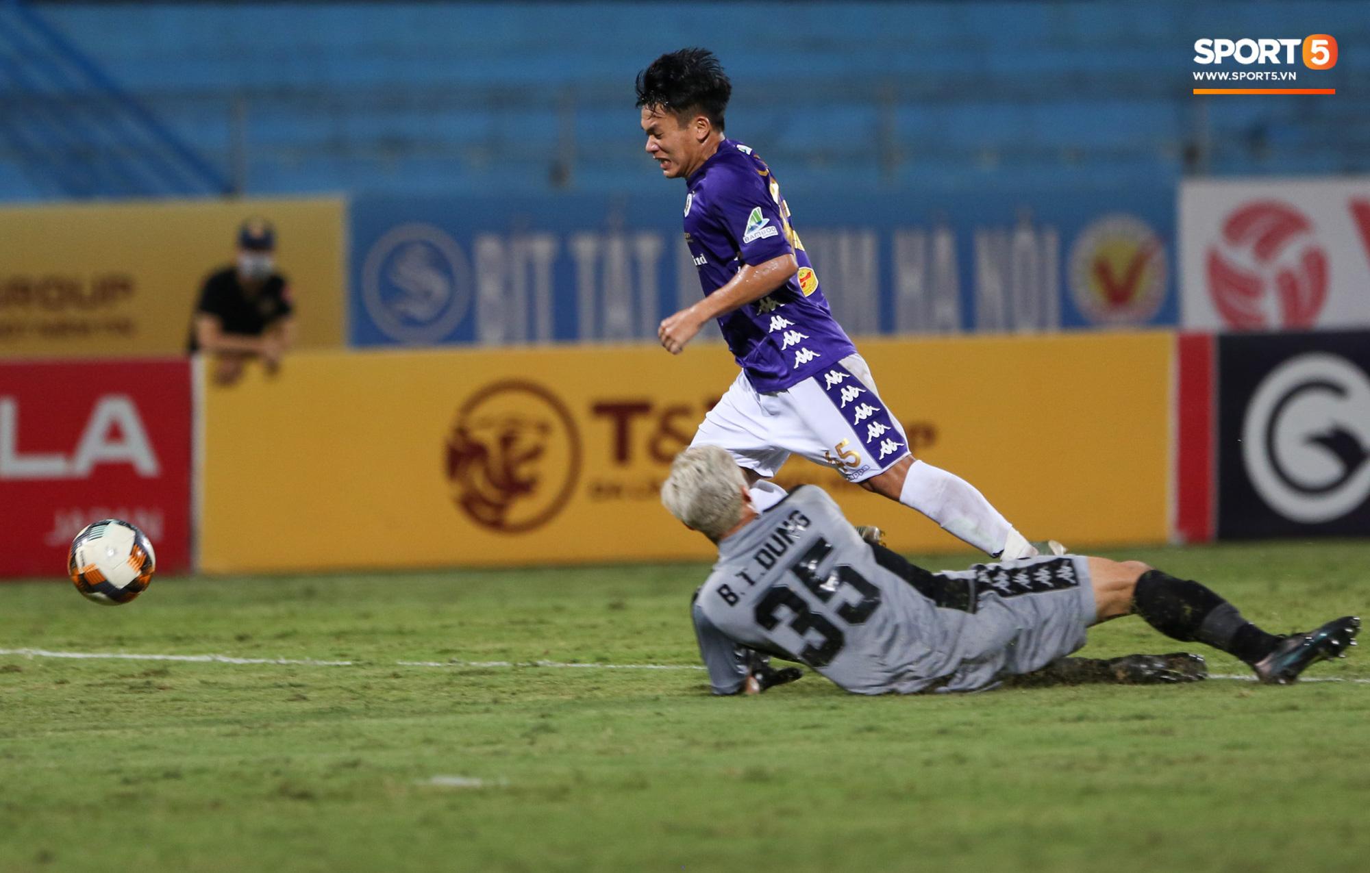 Bùi Tiến Dũng xử lý khiến cầu thủ Hà Nội FC tẽn tò nhưng không che lấp nổi ngày thảm hoạ - Ảnh 6.