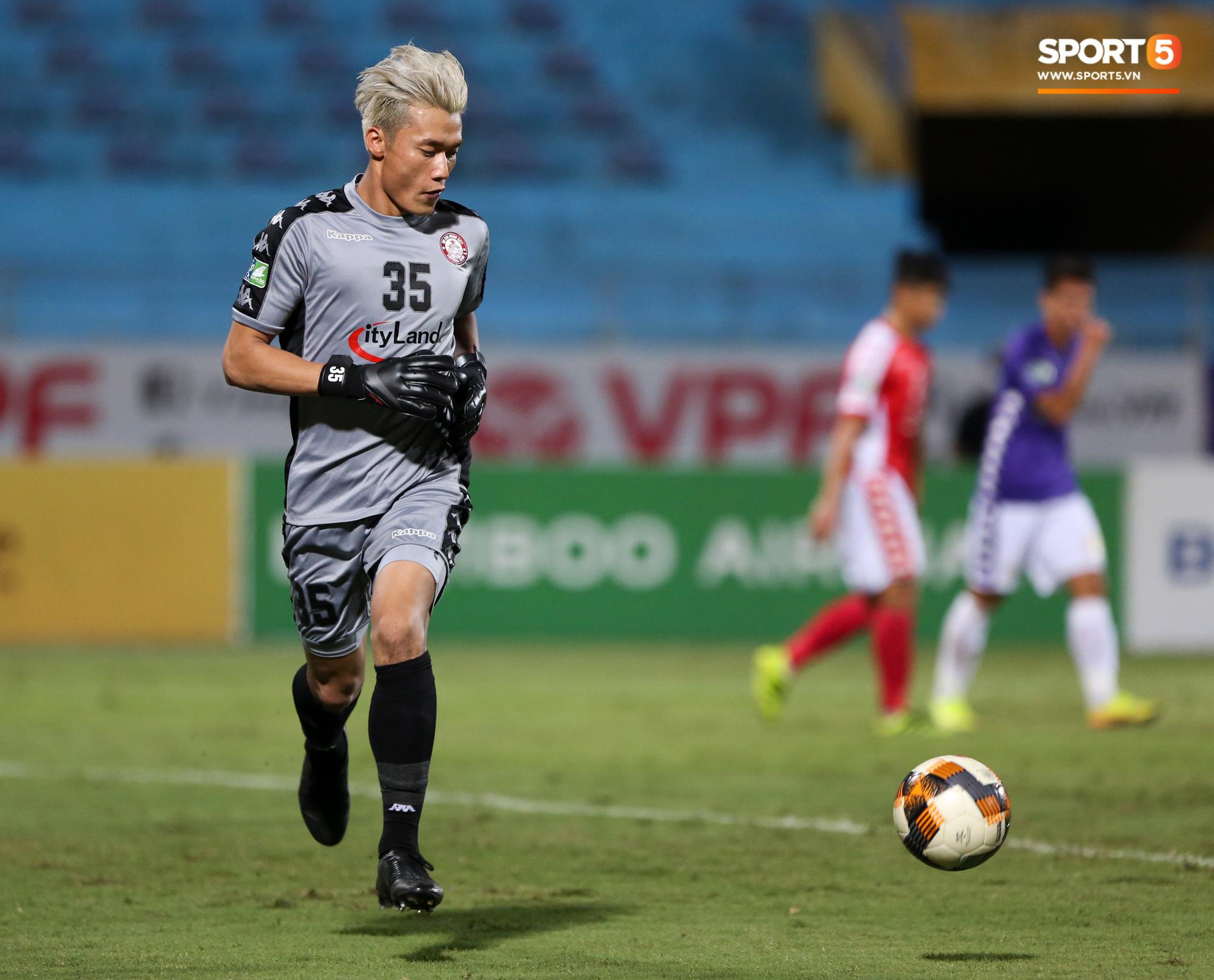 Bùi Tiến Dũng xử lý khiến cầu thủ Hà Nội FC tẽn tò nhưng không che lấp nổi ngày thảm hoạ - Ảnh 1.