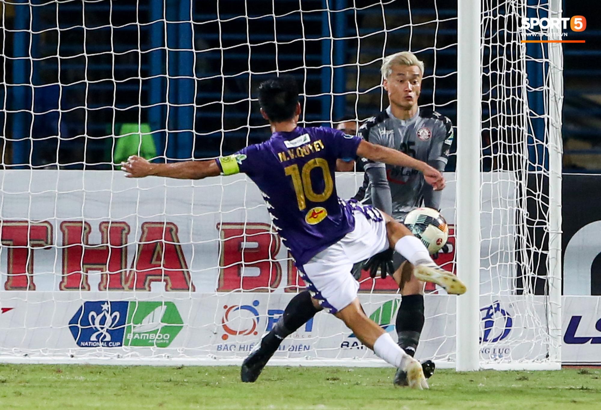 Bùi Tiến Dũng xử lý khiến cầu thủ Hà Nội FC tẽn tò nhưng không che lấp nổi ngày thảm hoạ - Ảnh 2.