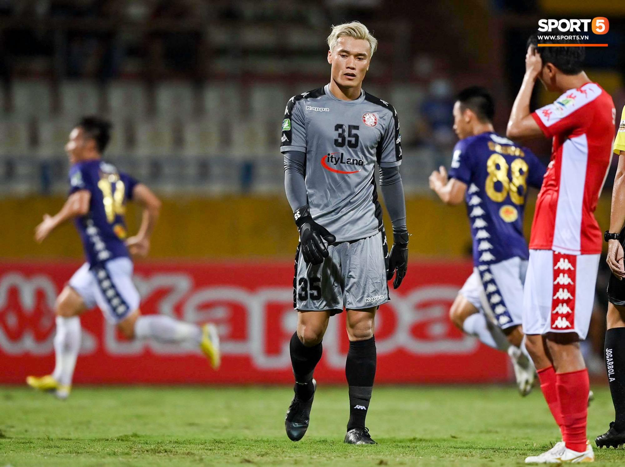 Bùi Tiến Dũng xử lý khiến cầu thủ Hà Nội FC tẽn tò nhưng không che lấp nổi ngày thảm hoạ - Ảnh 7.