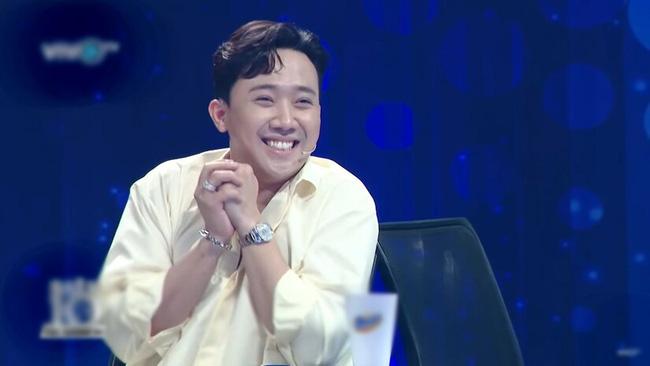 """Hari Won suýt hớ hênh vì trượt chân ngã ngay trên sân khấu, Trấn Thành chứng kiến nhưng lại có phản ứng khiến vợ """"giận tím mặt"""" - ảnh 5"""