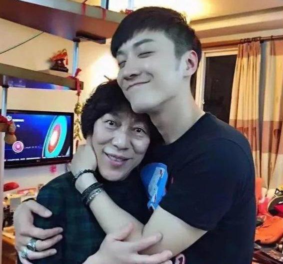 Sinh nhật tuổi 33 của tài tử quá cố Kiều Nhậm Lương: Trần Kiều Ân đăng ảnh đặc biệt, mẹ ruột tâm sự khiến fan rơi nước mắt - ảnh 8