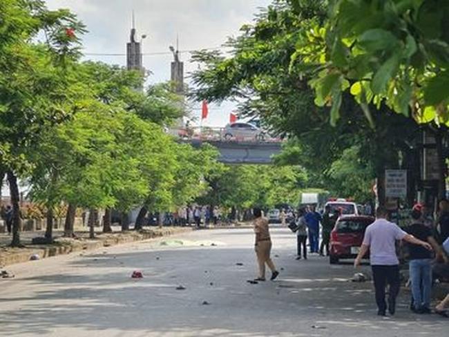 Nam Định: Kinh hoàng xe máy đấu đầu ô tô 7 chỗ, 2 vợ chồng tử vong thương tâm - ảnh 1