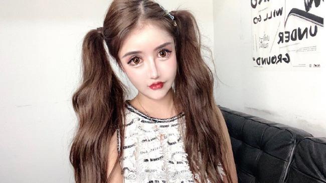 Nghiện dao kéo từ năm 13 tuổi, gương mặt sau hơn 100 lần phẫu thuật thẩm mỹ của hot girl xứ Trung khiến ai nhìn cũng sửng sốt - ảnh 1