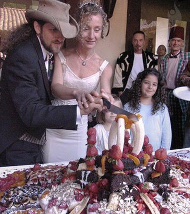 Những chiếc bánh cưới hắc ám khiến cô dâu chú rể chán không buồn về chung một nhà nữa - ảnh 13