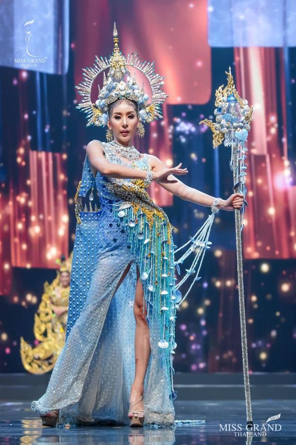MXH náo loạn vì quốc phục có 1-0-2 tại Miss Grand ThaiLand 2020: Hết chợ nổi, bưởi da xanh đến... xương khủng long đem hết lên sân khấu - ảnh 5