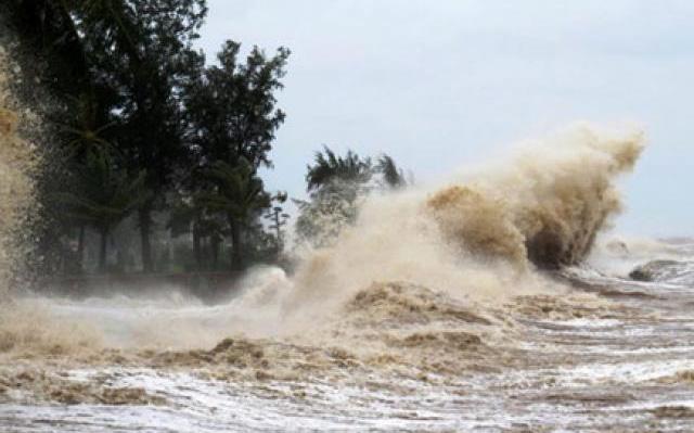 Bão số 5 đã áp sát đất liền, miền Trung mưa to đến rất to