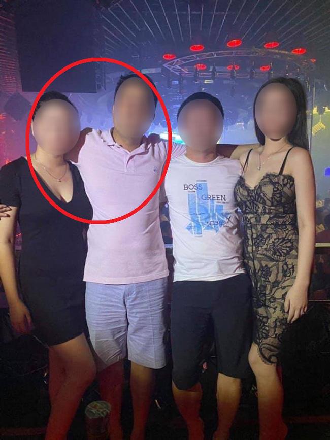 Người đàn ông chụp ảnh cùng đại gia Lexus và bồ nhí bất ngờ bị hàng loạt dân mạng chỉ trích vì ngoại tình, vợ cũ lên tiếng thanh minh - ảnh 1