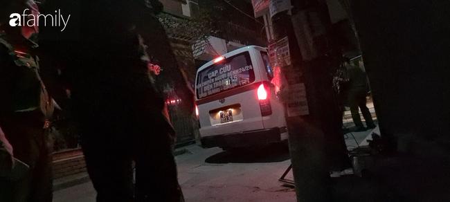 Hà Nội: Công an phá cửa phòng trọ giải cứu cô gái mất máu nguy kịch, nghi do cắt tay tự tử vì tình - ảnh 5
