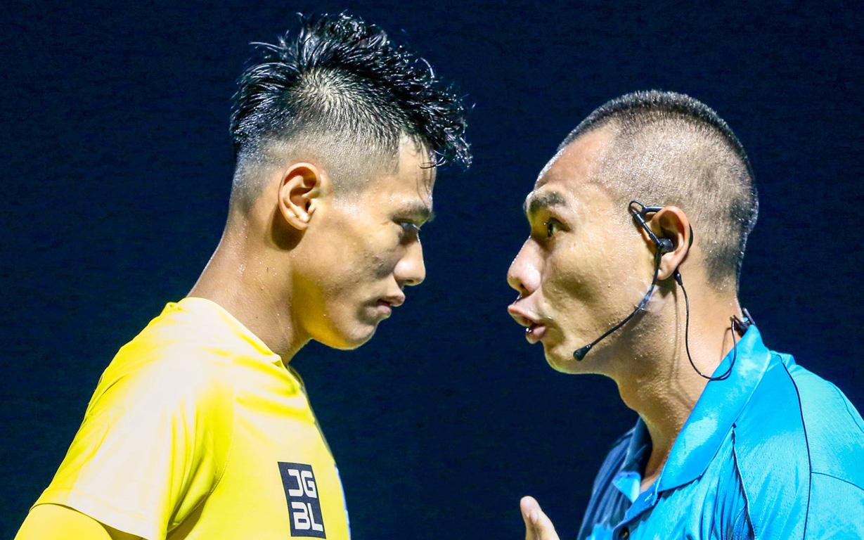 """HLV Thanh Hoá: """"Trọng tài bắt như thế, đội có Quang Hải cũng không thắng được"""""""
