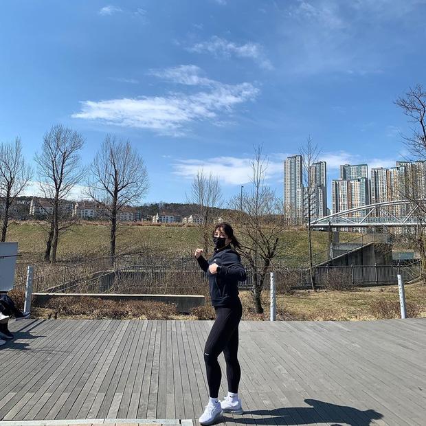 Soi kỹ từ những chia sẻ hàng ngày, phát hiện ra thánh ăn Yang Soo Bin đã ngầm hé lộ 4 tips giúp cô giảm tới 45kg sau hơn 1 năm - ảnh 19