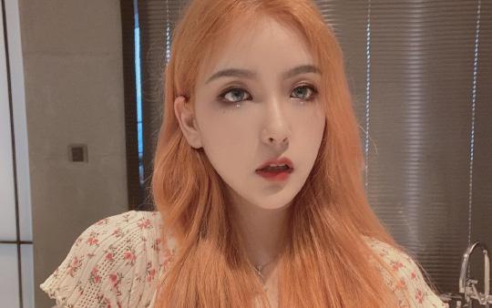 Để mặt mộc livestream vẫn xinh đẹp hút hồn, nữ streamer được fan donate cả trăm triệu