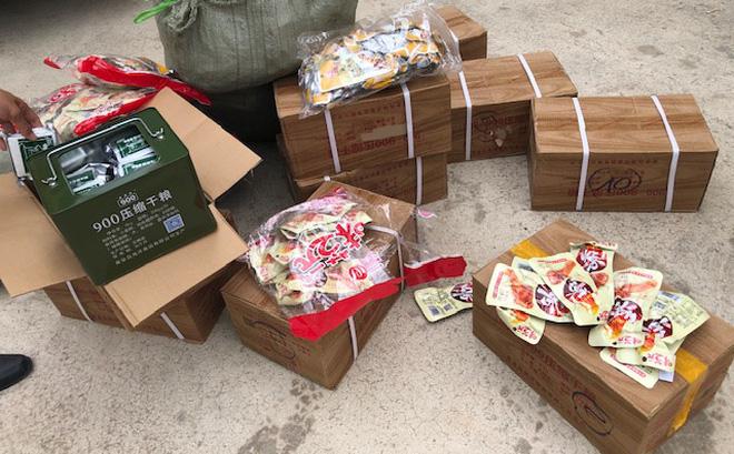 Phát hiện 2.000 chân gà không rõ nguồn gốc nhập lậu vào Việt Nam - ảnh 1