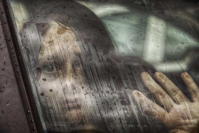 Người phụ nữ không tên: Bé gái 4 tuổi bị bắt cóc được khỉ nuôi dưỡng trong suốt nhiều năm trước khi rơi vào bi kịch lần nữa và kết thúc có hậu - ảnh 1