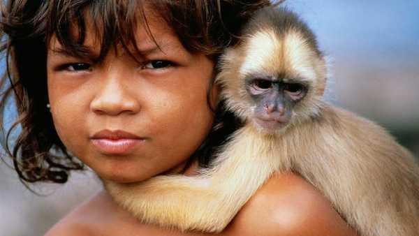 Người phụ nữ không tên: Bé gái 4 tuổi bị bắt cóc được khỉ nuôi dưỡng trong suốt nhiều năm trước khi rơi vào bi kịch lần nữa và kết thúc có hậu - ảnh 2