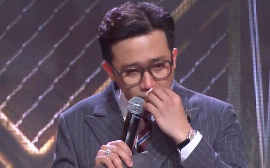 Trấn Thành tiếp tục rơi nước mắt lần thứ 3 trên sân khấu Rap Việt