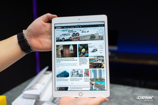 Trên tay iPad 8 tại VN: Chip A12 Bionic và sạc nhanh vớt vát thiết kế nhàm chán - ảnh 4