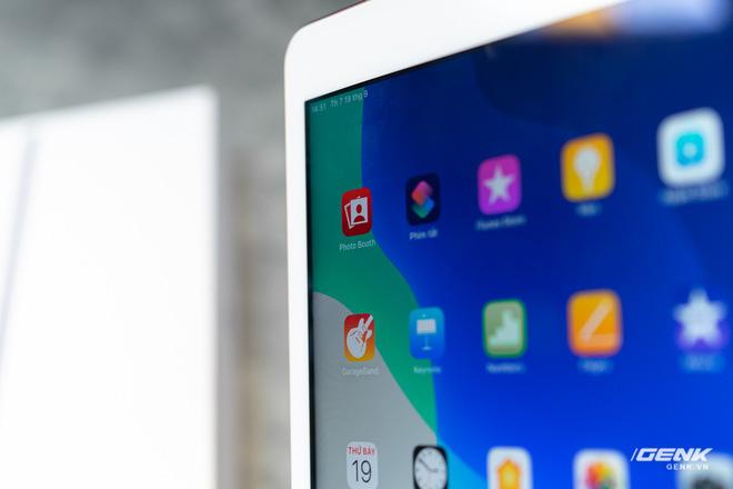 Trên tay iPad 8 tại VN: Chip A12 Bionic và sạc nhanh vớt vát thiết kế nhàm chán - ảnh 5