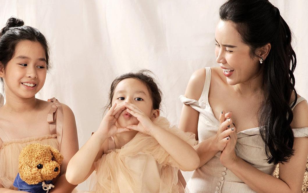 """Vừa lỡ miệng, Lưu Hương Giang còn bị con gái hé lộ: """"Trên mặt mẹ tôi có một cái mồm giả và một cái mũi giả"""""""
