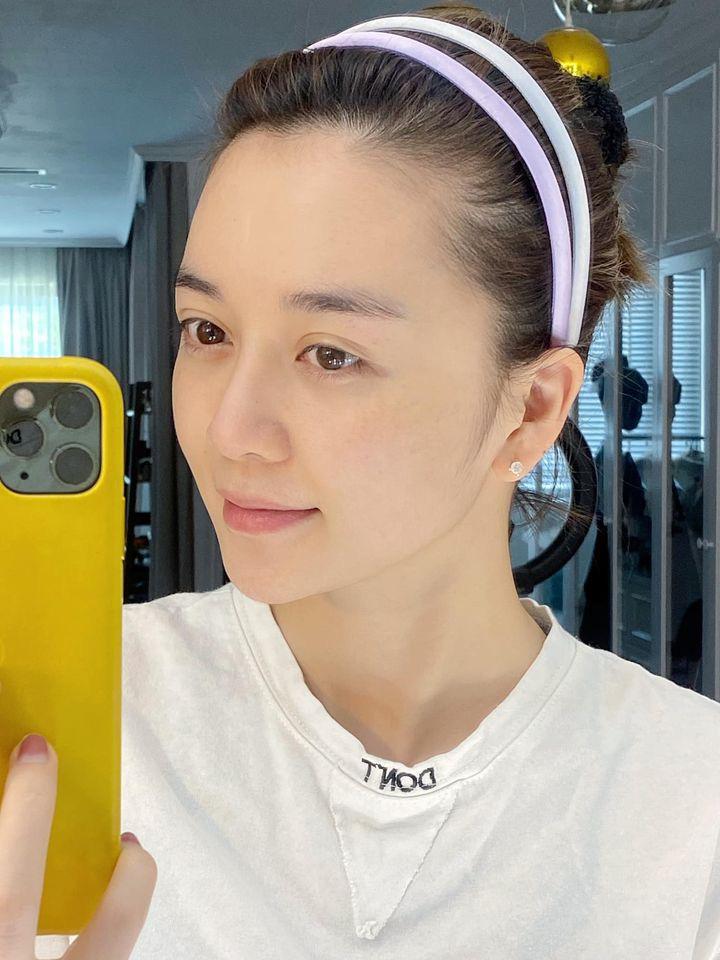Rửa mặt theo cách của phụ nữ Nhật, Thiều Bảo Trang khoe thành quả da căng mịn trắng sáng - Ảnh 1.