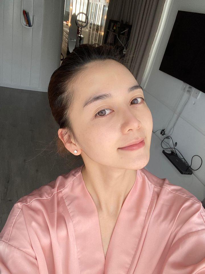 Rửa mặt theo cách của phụ nữ Nhật, Thiều Bảo Trang khoe thành quả da căng mịn trắng sáng - Ảnh 2.
