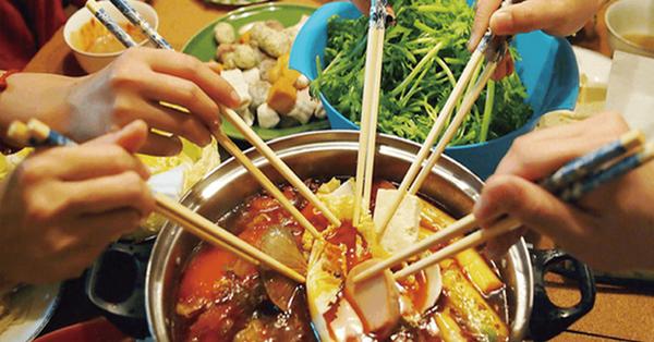 3 kiểu ăn cơm cực tai hại mà người Việt cần phải từ bỏ ngay trước khi làm mòn bao tử và rước thêm cả tá bệnh cho mình - ảnh 4