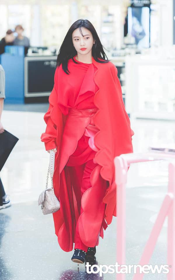 Khẩu chiến nữ thần mới của Red Velvet dự sự kiện: Đồ bèo nhún như quấn chăn dìm không nổi thánh body, chấp cả camera thường - ảnh 1