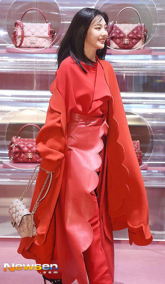Khẩu chiến nữ thần mới của Red Velvet dự sự kiện: Đồ bèo nhún như quấn chăn dìm không nổi thánh body, chấp cả camera thường - ảnh 5