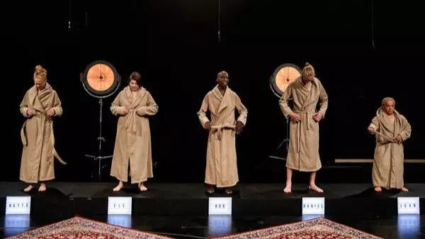 Show truyền hình Đan Mạch gây tranh cãi vì để thí sinh trần như nhộng trước mặt trẻ con - Ảnh 1.