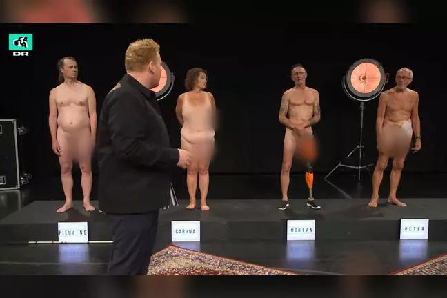 Show truyền hình Đan Mạch gây tranh cãi vì để thí sinh trần như nhộng trước mặt trẻ con - Ảnh 2.