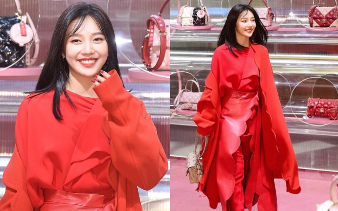 """Khẩu chiến nữ thần mới của Red Velvet dự sự kiện: Đồ bèo nhún như quấn chăn dìm không nổi """"thánh body"""", chấp cả camera thường"""